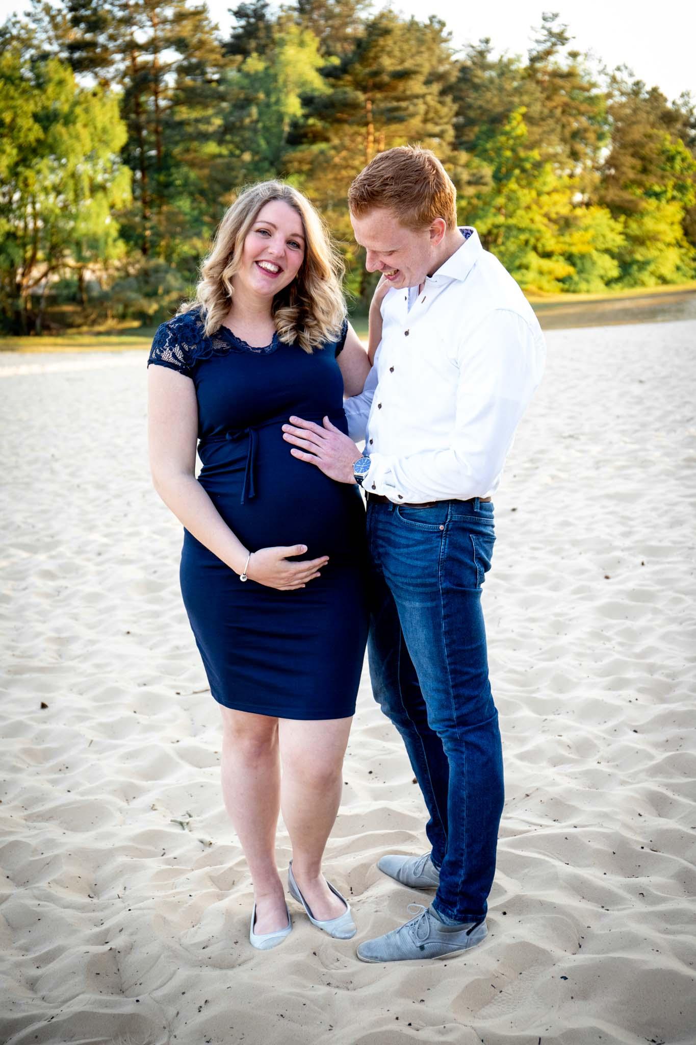 zwangerschapsshoot, zwanger, pregnantshoot, fotoshoot, storytime media, zandverstuiving doornspijk